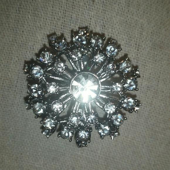 Stella & Dot Jewelry - Stella & Dot Silver, Vintage Starburst/Crystal Bro